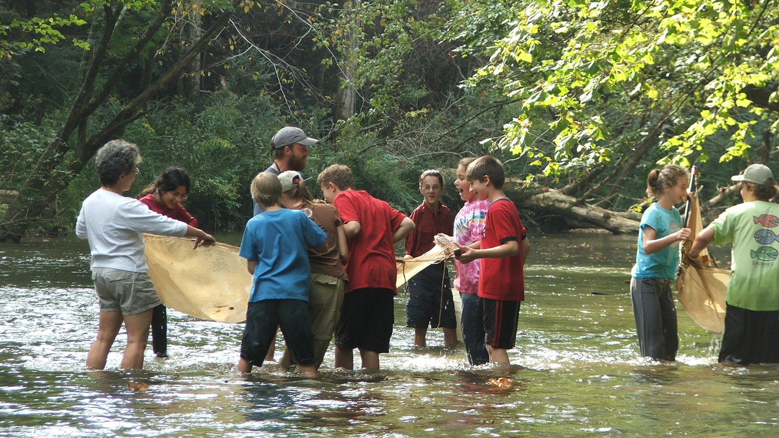 <h4>CLEAN WATER NETWORK</h4><h5>Our national Clean Water Network connects more than 250 local and regional watershed protection groups, so they can share ideas and resources, gain expertise, and band together to take on bigger challenges.</h5><em>Gordon Black / Cahaba River Society</em>
